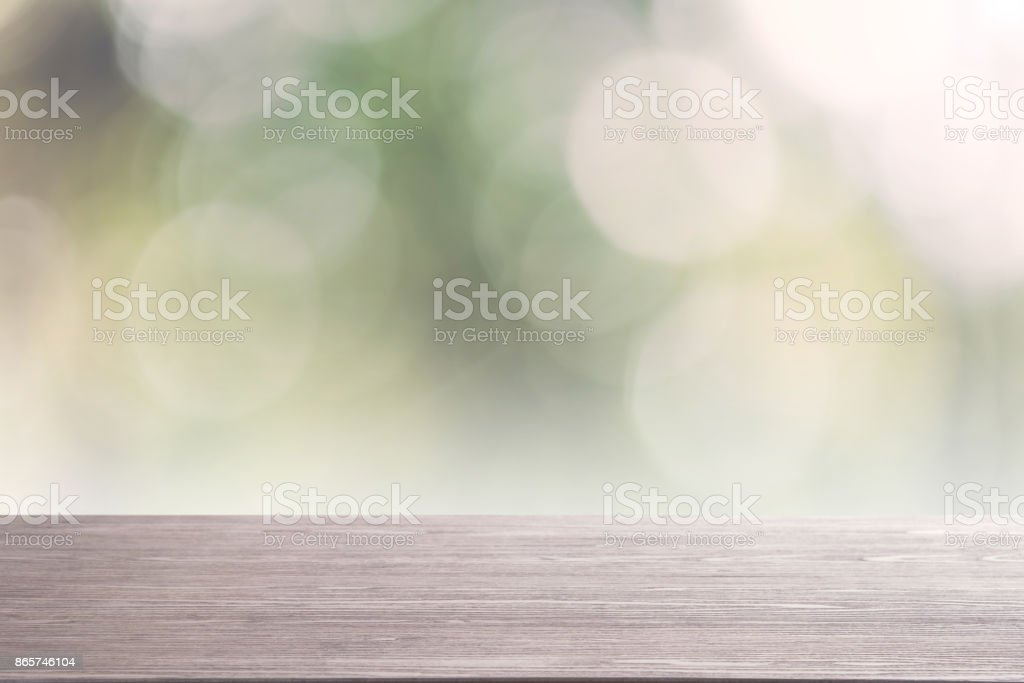 Houten Bureau Gebruikt.Top Lege Houten Tafel Op De Achtergrond Wazig Abstracte Aard Kan