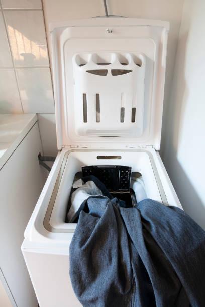 máquina de lavar roupa carga superior - foto de acervo