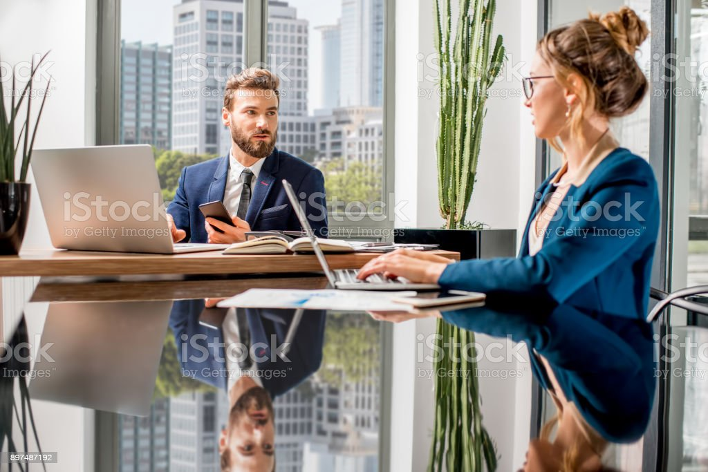 Top managers working at the office - Royalty-free 20-29 Years Stock Photo