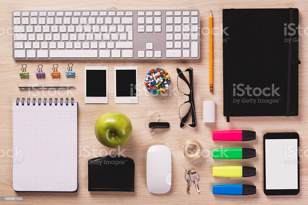 Top of Schreibtisch mit Büroausstattung werden, wenn sie perfekt Bestellung. Lizenzfreies stock-foto
