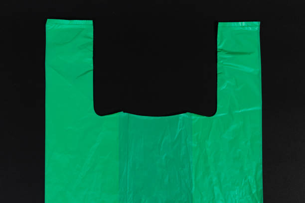 top of green single use shopping plastic bag with handles - biodegradabile foto e immagini stock