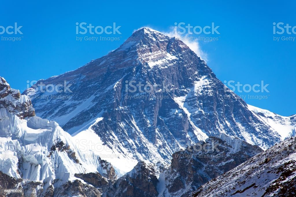 Toppen av Mount Everest från Gokyo valley royaltyfri bildbanksbilder