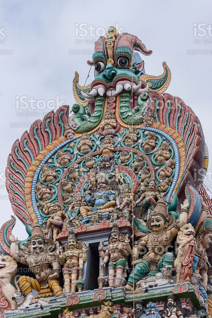 Top of South Gopuram shows Narasimha. photo libre de droits