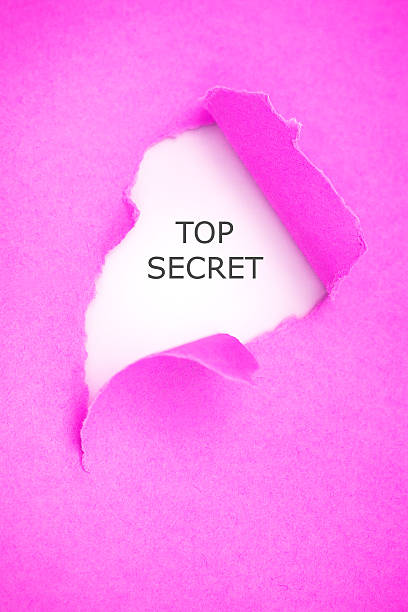 nach oben geheimnis rosa papier zerrissen - rosa zitate stock-fotos und bilder