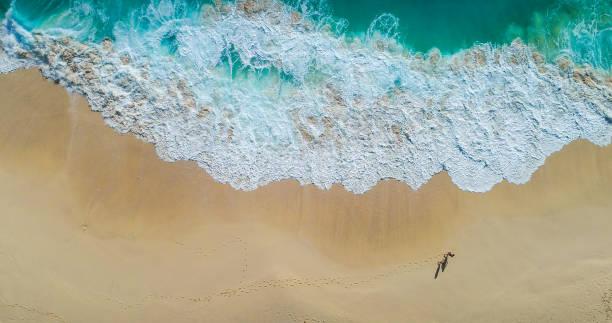 Draufsicht Luftaufnahme von fliegenden Drohne eine unglaublich schöne Meer-Landschaft – Foto