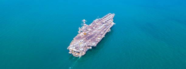 Top View Aircraft Carrier Kriegsschiff Schlachtschiff In the ocean Navy – Foto