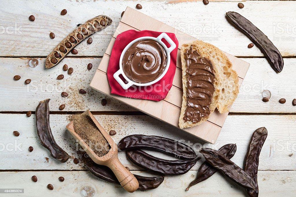 Vista superior carobs creme de chocolate - foto de acervo