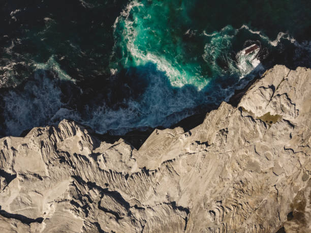 Top view drone aerial of coastal cliff rock formation above ocean waves breaking Location: Kamay Botany Bay National Park, Sydney, Australia Shot with Dji Mavic Air rocky coastline stock pictures, royalty-free photos & images