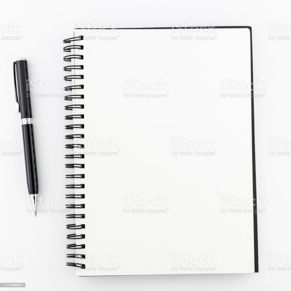 Üstteki görünüm, beyaz arka planda boş not defteri. - Royalty-free Ahşap Stok görsel
