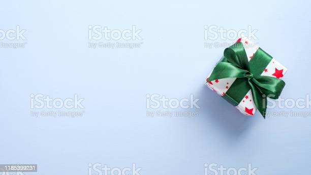 Top view gift box wrapped festive paper with green ribbon bow flat picture id1185399231?b=1&k=6&m=1185399231&s=612x612&h=8g3l42szll6ki6qpg5 3hmoy2uiej ccidktt dpiko=