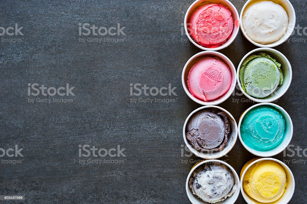 Top view Ice cream flavors in cup on blackground – Foto