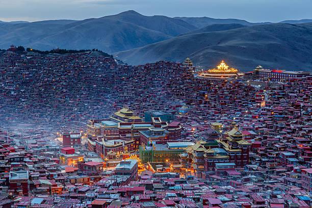 top view monastery at larung gar - ganzi tibet özerk bölgesi stok fotoğraflar ve resimler