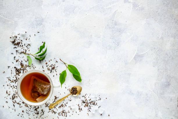 vista de cima de uma xícara de chá - chá bebida quente - fotografias e filmes do acervo