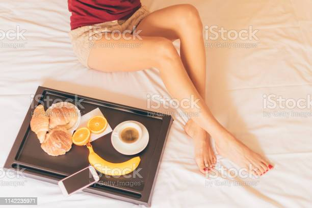 Top view of a girl having breakfast on a bed picture id1142235971?b=1&k=6&m=1142235971&s=612x612&h=2zxuq0cxsv2vtn49ah2zf rt22h5eet2phcsjm9ze 8=