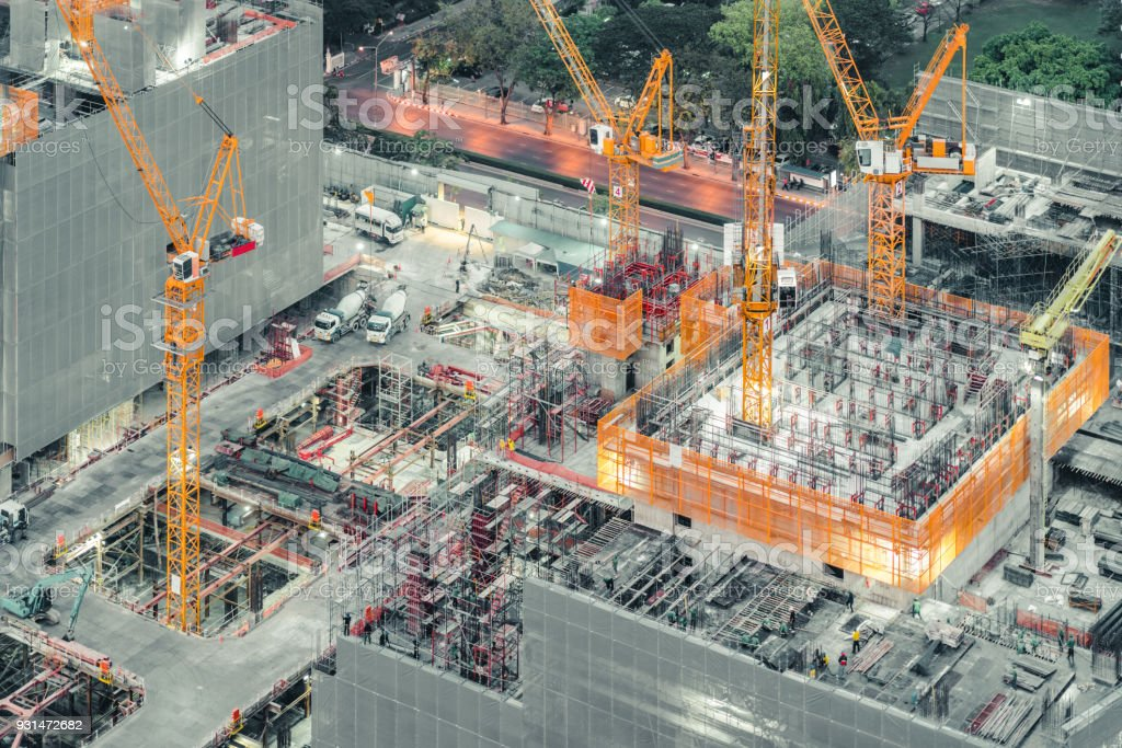 Draufsicht der eine unter Bau Gebäude. Hoch-und Tiefbau, industrielle Entwicklungsprojekt, Turm-Keller-Stiftung-Infrastruktur oder Immobilien Eigentum Anlagekonzept – Foto