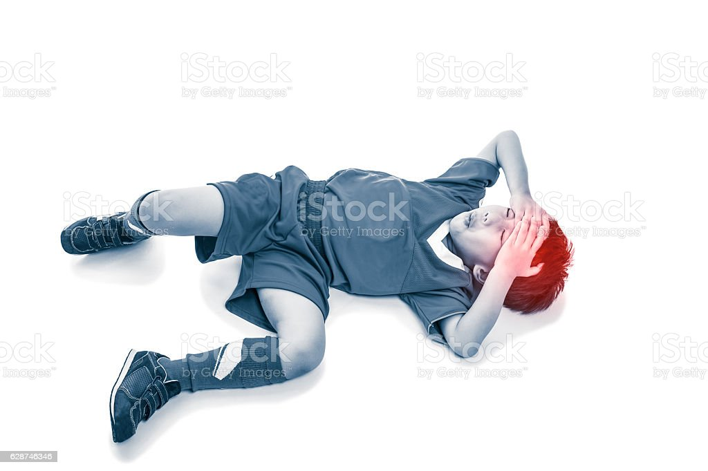Top view of asian soccer player with painful at forehead. - foto de acervo
