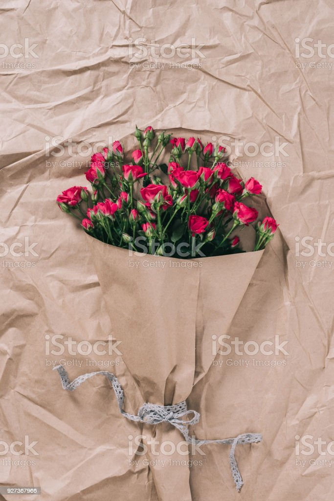 top view of beautiful bouquet of roses on wrapping paper - Royalty-free Beauty Stock Photo