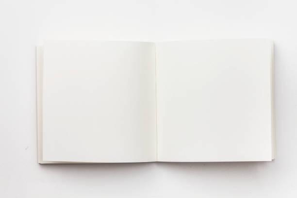 白色背景上空白筆記本的頂部視圖 - book open 個照片及圖片檔