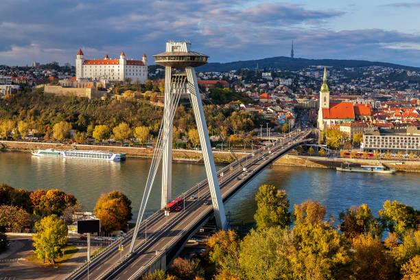 브라 티 슬 라바, 슬로바키아의 수도의 상위 뷰 - 슬로바키아 뉴스 사진 이미지