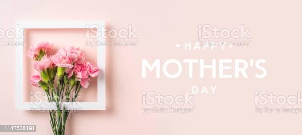 Top view of carnation on pink for mothers day picture id1142538191?b=1&k=6&m=1142538191&s=612x612&h=uqylrjd lwoti h8rlijgtibd9 uqjvv zarlf3qyue=