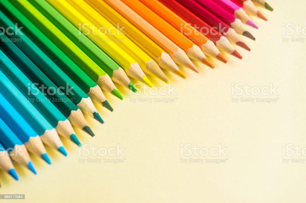 Bovenaanzicht van kleur potlood Golf op geel papier achtergrond royalty free stockfoto
