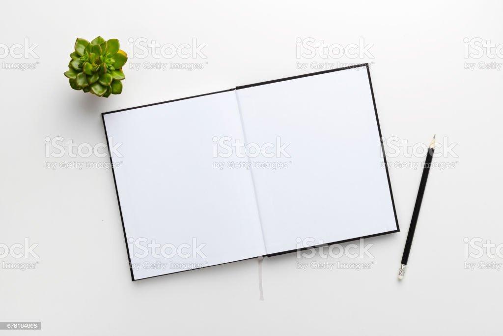Photo de stock de vue de dessus de bureau blanc contemporain avec