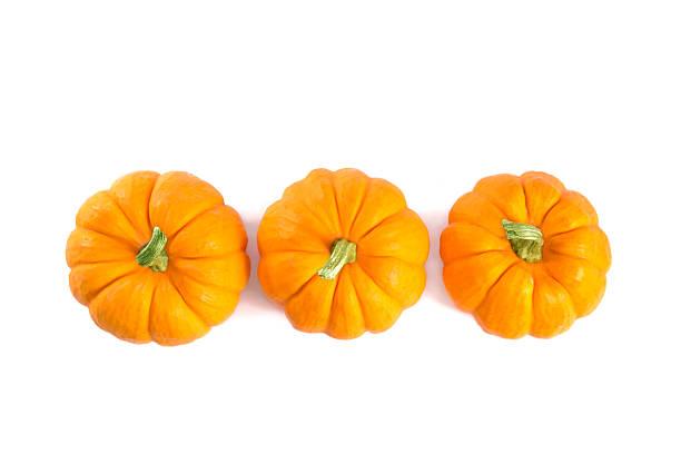 top view of decorative orange pumpkins - squash komkommerfamilie stockfoto's en -beelden