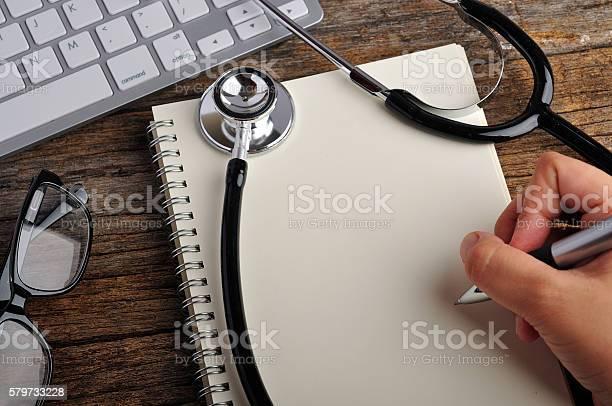 Top View Of Doctor Workplace Stockfoto und mehr Bilder von Arbeiten