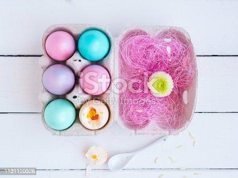 Speise, Ei, Ostern, Löffel, Holztisch, weiß, pastellfarbig, Textfreiraum, Frühling, Blume