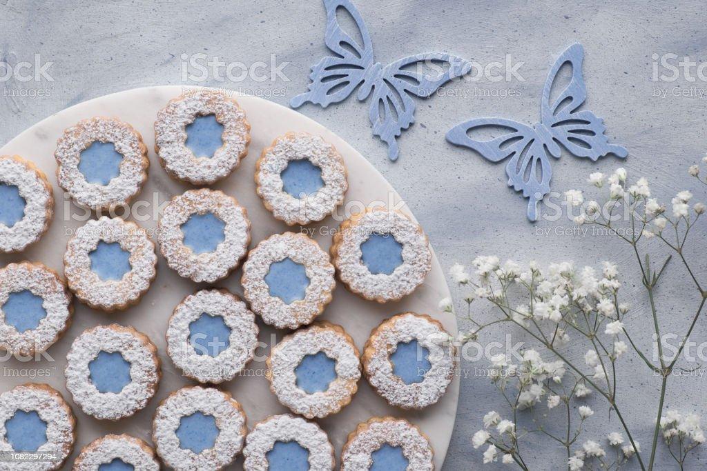 Vista Superior De Galletas Linzer De Flor Azul Satinado