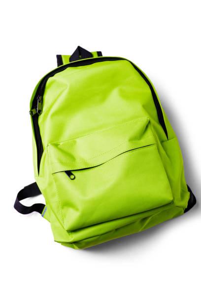 綠色學校背包在白色背景上的頂部視圖 - 背囊 個照片及圖片檔