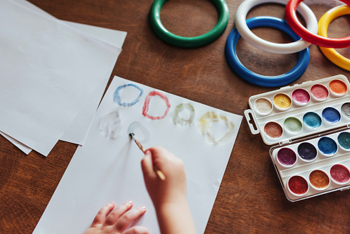 636761588 istock photo Top view of hands and brush paint watercolor  gouache 645343562