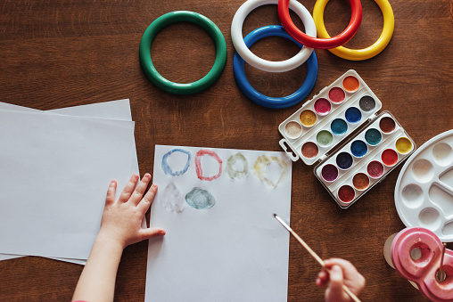 636761588 istock photo Top view of hands and brush paint watercolor  gouache 645343588