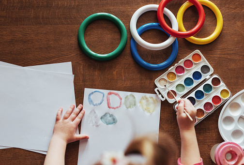 636761588 istock photo Top view of hands and brush paint watercolor  gouache 645343684
