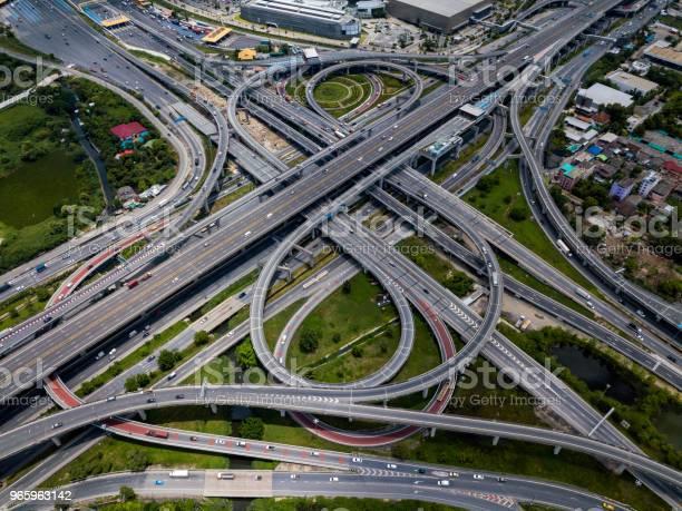 Draufsicht Auf Autobahnkreuzungen Die Schneidende Autobahn Straßenüberführung Der Östlichen Äußeren Ringstraße Von Bangkok Thailand Stockfoto und mehr Bilder von Auto