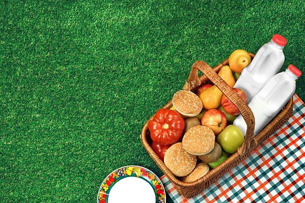 top view of picnic  basket  on the fresh lawn - sprüche über reisen stock-fotos und bilder
