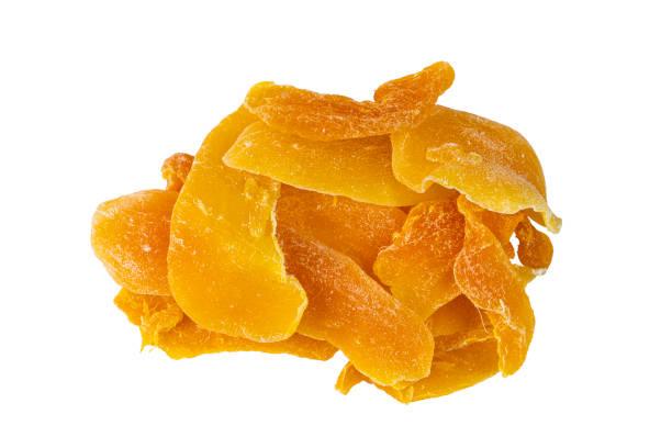 Top-Ansicht des Haufens von Scheibe dehydrierte Mango auf weißem Hintergrund – Foto