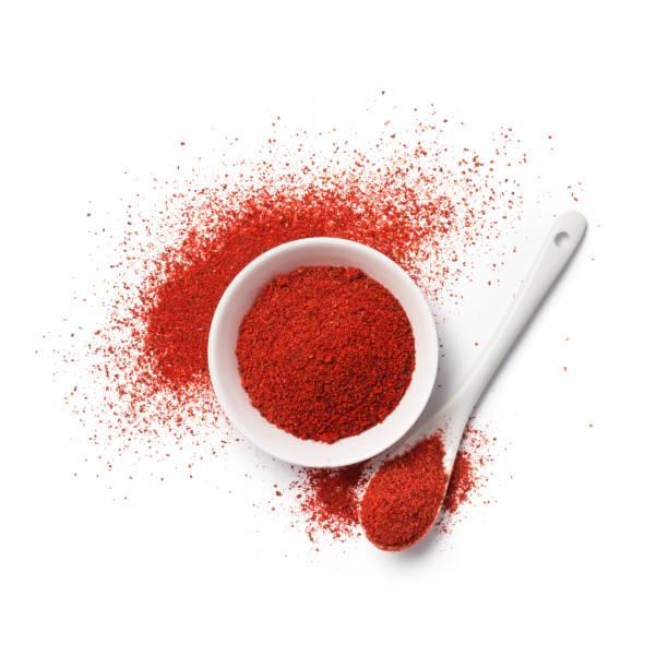hoogste mening van rood peperpoeder in kom - paprikapoeder stockfoto's en -beelden