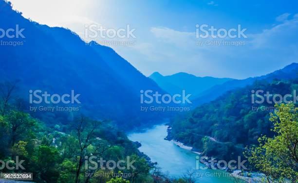 Foto de Vista Superior Do Rio Ganga Rishikesh India e mais fotos de stock de Arcaico