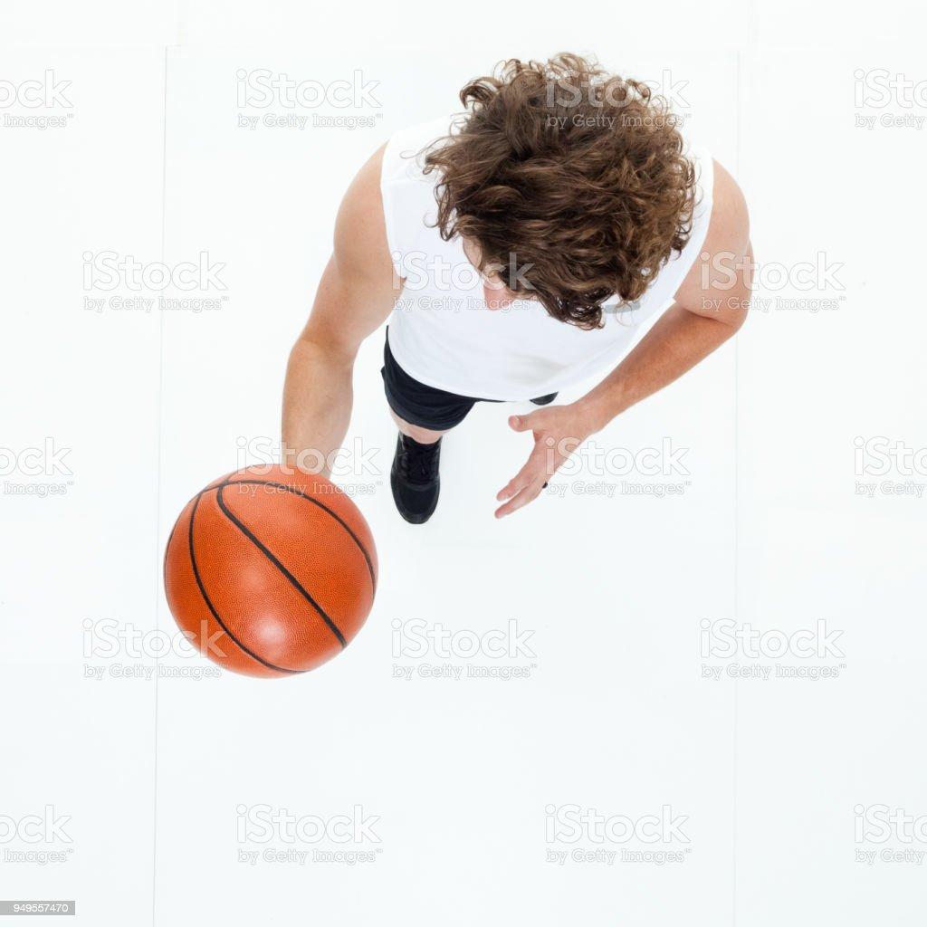 Draufsicht der sportlichen Mann mit Basketball – Foto
