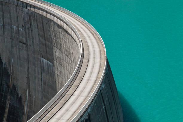 top view of stausee mooserboden dam near kaprun, austria - энергия воды стоковые фото и изображения