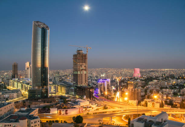 vue de dessus du nouveau centre-ville d'amman - jordan photos et images de collection