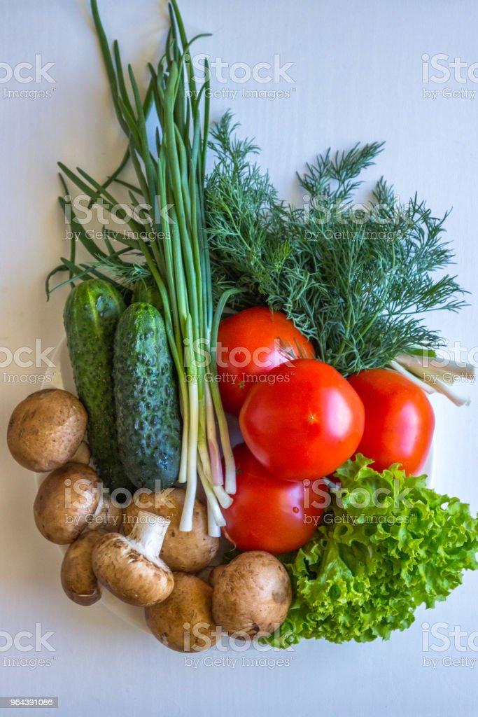 Vista superior dos tomates endro cogumelos e tomates - Foto de stock de Agricultura royalty-free