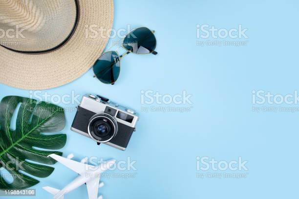 Top view of tourist accessories with film cameras hats sunglasses picture id1198843166?b=1&k=6&m=1198843166&s=612x612&h=kdws6x l1cicae92omexz6vas6uruczi48c7ipsluom=
