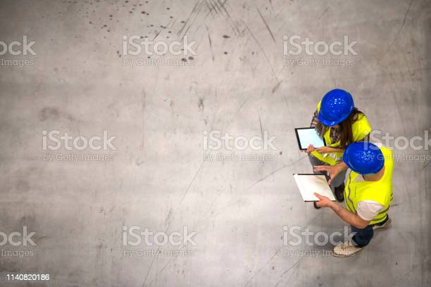 Top view of two construction workers wearing hardhats and reflective picture id1140820186?b=1&k=6&m=1140820186&s=612x612&h=u6btubcciuok bn2edpf9prh3rng q6 o4uz3bns yu=