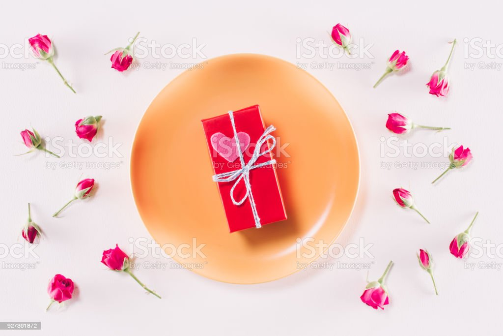 top view of valentines present box and scattered roses isolated on white - Royalty-free Box - Container Stock Photo
