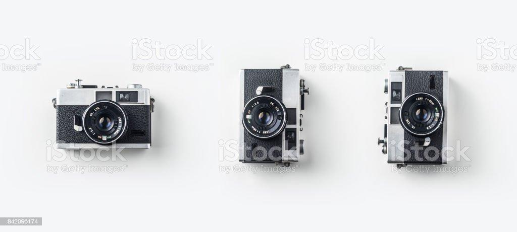 Vue de dessus des caméras vintage sur bureau fond blanc pour maquette - Photo