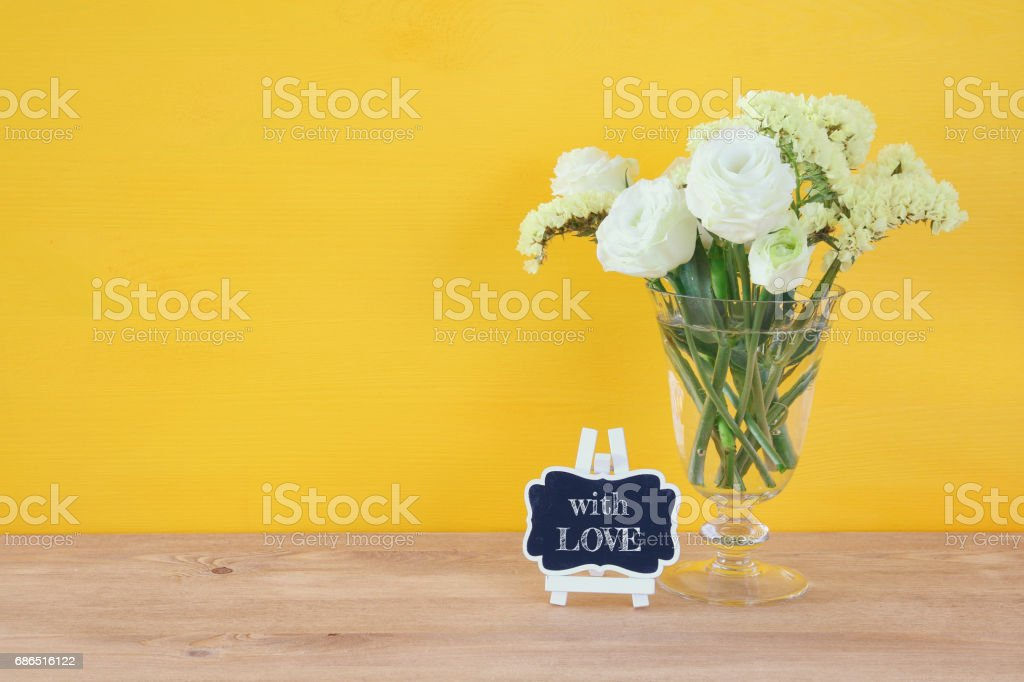 top view of white spring flowers on wooden background zbiór zdjęć royalty-free