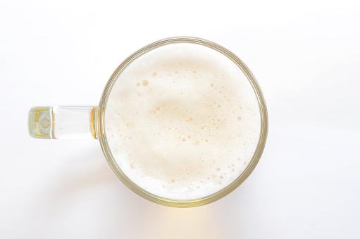흰색 바탕에 맥주 유리에 최고의 보기 0명에 대한 스톡 사진 및 기타 이미지