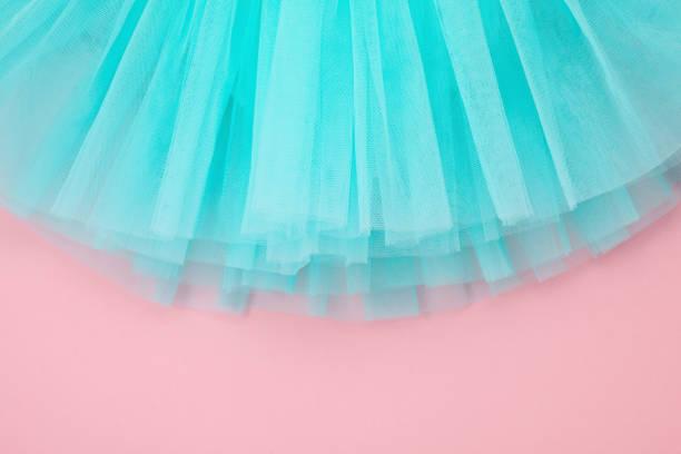ansicht von oben über das mädchen ballett tutu kleid über die rosa zeitmessung - prinzessinnen tutu stock-fotos und bilder